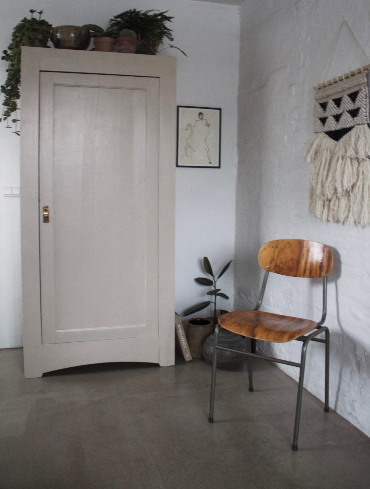Picture of: Diy Forny Dit Gamle Skab Med Maling Christine Delmar